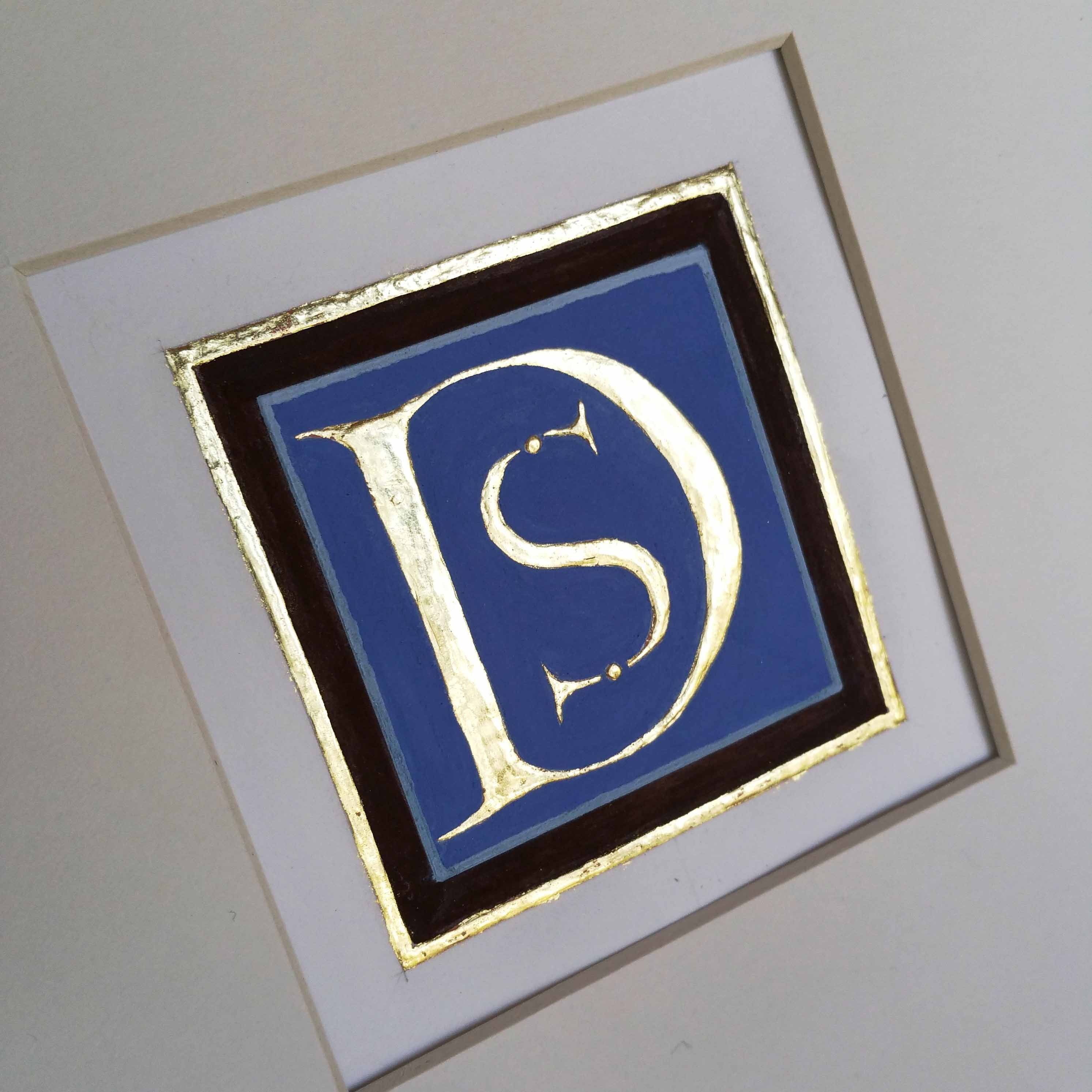 Gilded letters D and S